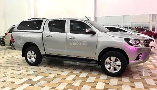 Cần bán gấp Toyota Hilux đời 2016, màu bạc, xe nhập