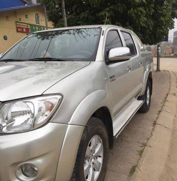 Bán gấp Toyota Hilux 3.0G đời 2010, màu bạc như mới