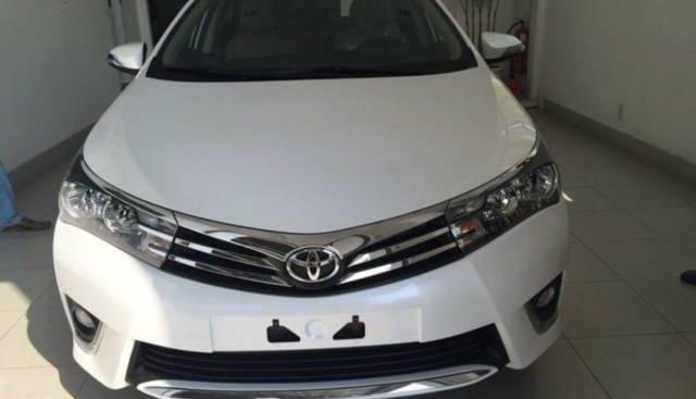 Bán Toyota Corolla Altis năm 2015, màu trắng xe gia đình, giá tốt