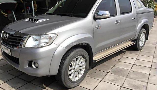 Bán xe Toyota Hilux G sản xuất năm 2015, màu bạc, nhập khẩu, giá 590tr