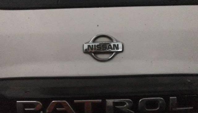 Bán xe Nissan Patrol sản xuất 2010, màu trắng, xe nhập