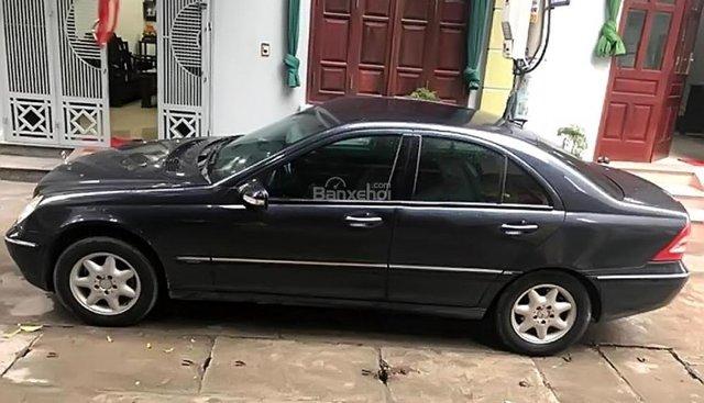 Cần bán lại xe Mercedes C200 Kompressor đời 2002, màu đen xe gia đình, giá chỉ 188 triệu