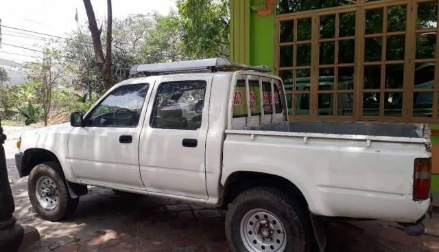 Bán ô tô Toyota Hilux đời 1998, màu trắng, giá 45tr