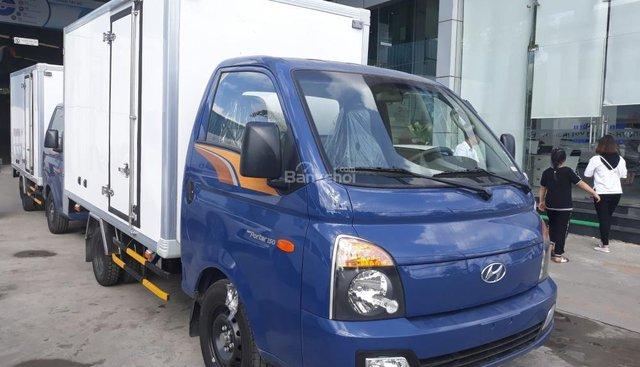 Bán xe tải H150 thùng kín composite, mới 100%, có xe giao ngay