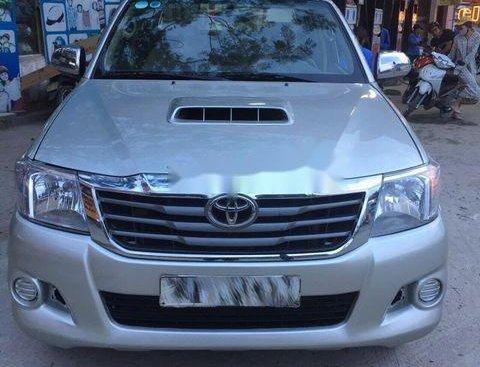 Cần bán xe Toyota Hilux 3.0 sản xuất năm 2011, màu bạc như mới, 435tr
