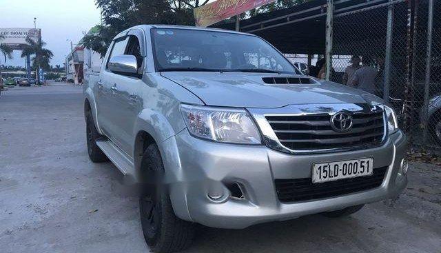Cần bán lại xe Toyota Hilux năm 2011, màu bạc, nhập khẩu nguyên chiếc, giá tốt