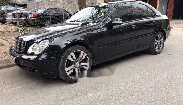 Cần bán gấp Mercedes sản xuất năm 2003, màu đen chính chủ, giá chỉ 215 triệu