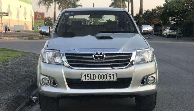 Bán Toyota Hilux năm sản xuất 2011, màu bạc, xe nhập