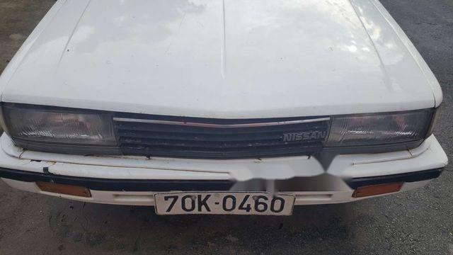 Cần bán gấp Nissan Altima đời 1985, màu trắng, giá 25tr