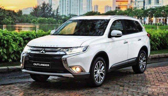 Cần bán xe Mitsubishi Outlander sản xuất 2018, màu trắng