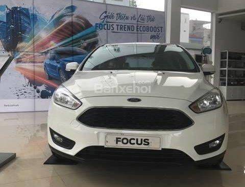 Bán Ford Focus Trend màu trắng, 570 triệu, hay combo PK chính hãng: Ghế da, DVD, BHVC, 3M, LH Mr. Quyết 0979 572 297