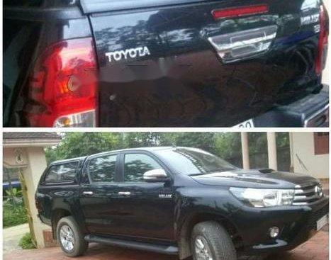 Bán Toyota Hilux năm sản xuất 2016, màu đen chính chủ, giá 800tr