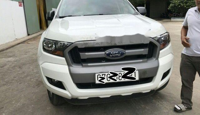 Bán Ford Ranger XLS MT đời 2017, màu trắng, giá tốt
