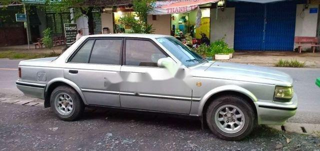 Bán Nissan Sentra năm sản xuất 1990, màu bạc, giá tốt