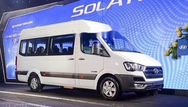 Cần bán Hyundai Solati năm sản xuất 2018, màu trắng