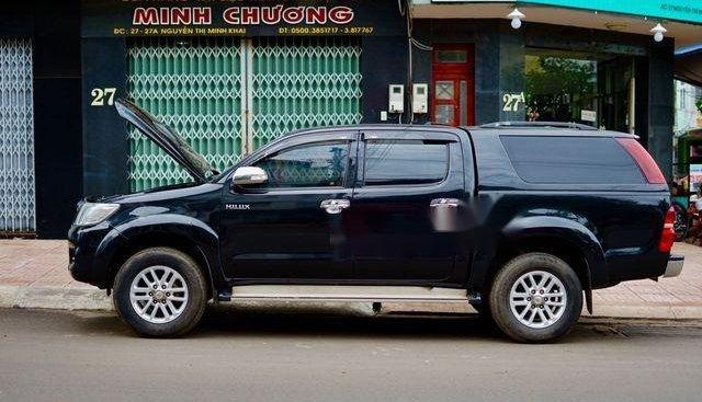 Cần bán lại xe Toyota Hilux sản xuất năm 2014 số sàn