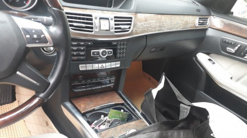 Bán xe Mercedes E-Classe E400 3.0 AT sản xuất năm 2013, màu trắng, nhập khẩu