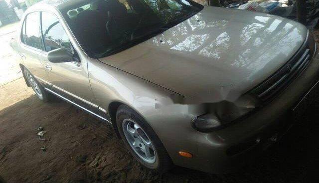 Cần bán lại xe Nissan Bluebird sản xuất 1996, giá tốt