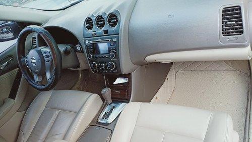 Cần bán Nissan Altima 2.5S AT 2010, màu trắng như mới