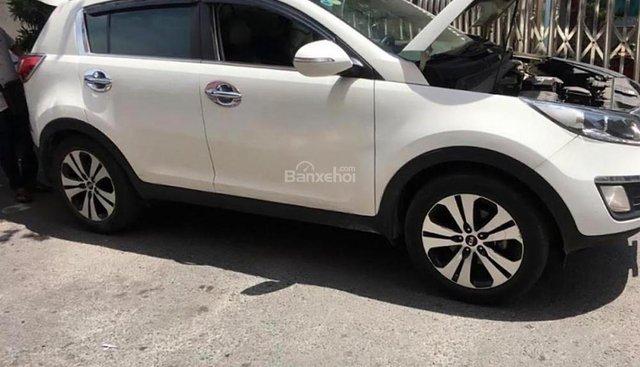 Cần bán gấp Kia Sportage d sản xuất 2013, màu trắng, xe nhập, giá tốt