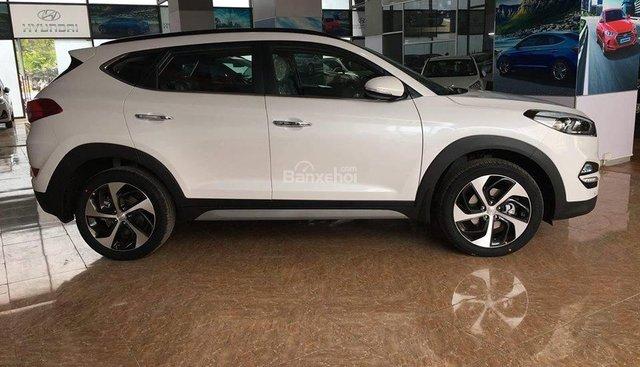 Hyundai Tucson 1.6 Turbo đời 2019 giao ngay 882tr - Tặng gói khuyến mãi 15 triệu, hỗ trợ trả góp 90% - LH: 0919929923