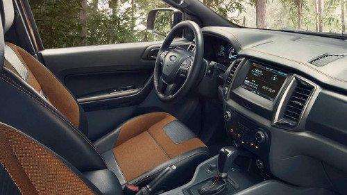 Bán xe Ford Ranger 3.2 AT đời 2017, màu trắng còn mới