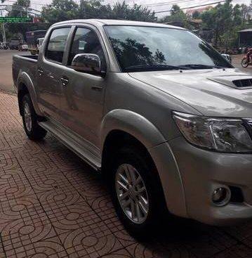 Bán xe Toyota Hilux đời 2014, màu bạc, giá tốt