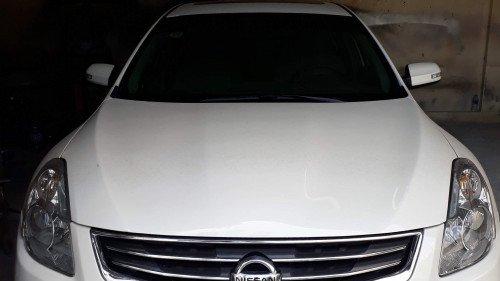 Chính chủ bán Nissan Altima 2.5 AT sản xuất 2010, màu trắng