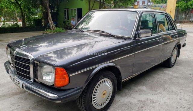 Bán xe cổ Mercedes 230E - Sản xuất 1982