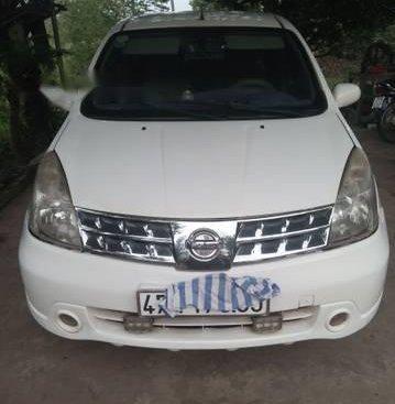 Cần bán gấp Nissan Grand livina năm sản xuất 2011, màu trắng