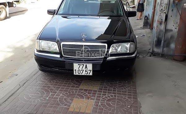 Cần bán xe Mercedes C200 sản xuất năm 2000, màu đen, nhập khẩu chính chủ, giá chỉ 157 triệu