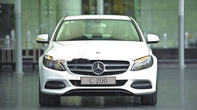 Bán Mercedes C200 đời 2018, màu trắng, giao ngay