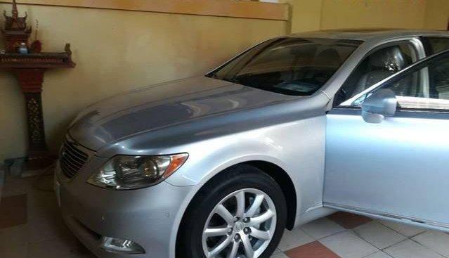 Cần bán xe Lexus LS năm sản xuất 2010, màu bạc, giá tốt