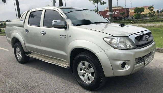 Cần bán gấp Toyota Hilux 3.0 sản xuất năm 2010, màu bạc, giá tốt