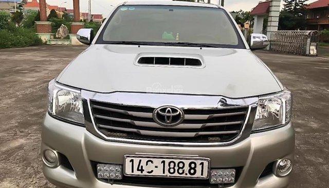 Bán Toyota Hilux 3.0G đời 2012, màu bạc, xe nhập số sàn