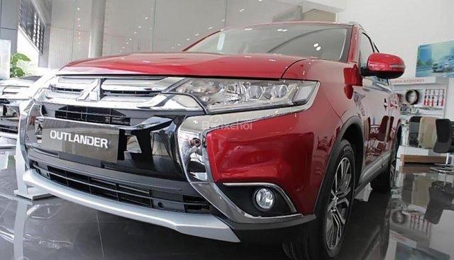 Cần bán xe Mitsubishi Outlander 2.0 CVT Premium đời 2018, màu đỏ
