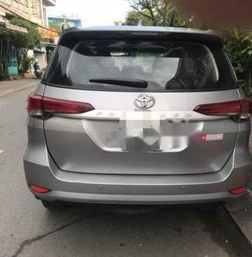 Cần bán gấp Toyota Fortuner sản xuất năm 2017, màu bạc xe gia đình