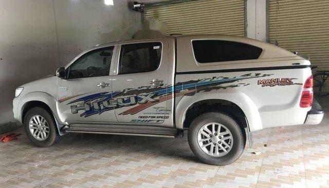 Cần bán lại xe Toyota Hilux đời 2013, màu bạc