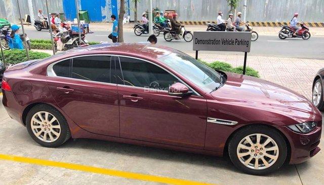Cần bán gấp Jaguar XE Prestige đời 2016, sản xuất 2015, 2.0 màu trắng, đen 0918842662