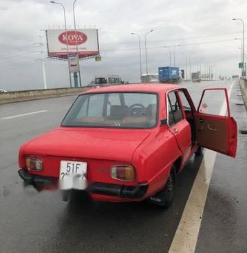 Cần bán xe Mazda 323F trước 1975, màu đỏ, giá 114tr