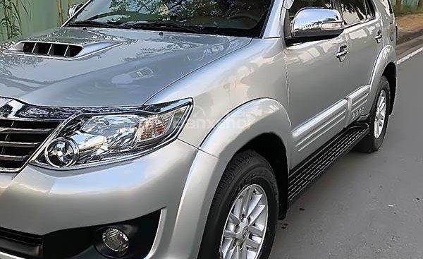 Cần bán lại xe Toyota Fortuner 2.5 đời 2013, màu bạc số sàn