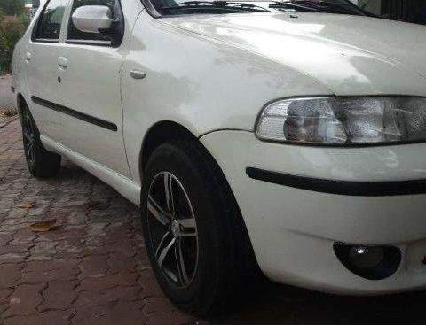 Xe Fiat Albea đời 2004, màu trắng cần bán