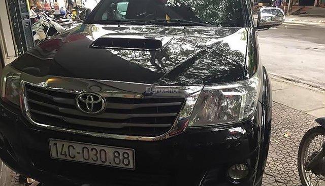 Chính chủ bán Toyota Hilux năm sản xuất 2012, màu đen, nhập khẩu, máy dầu