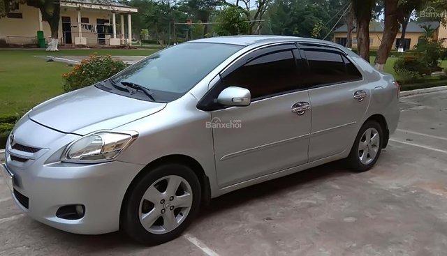 Cần bán gấp Toyota Vios 1.5 đời 2009, màu bạc xe gia đình