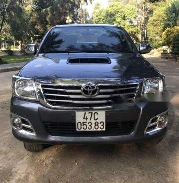 Bán Toyota Hilux năm sản xuất 2014, màu xám số sàn