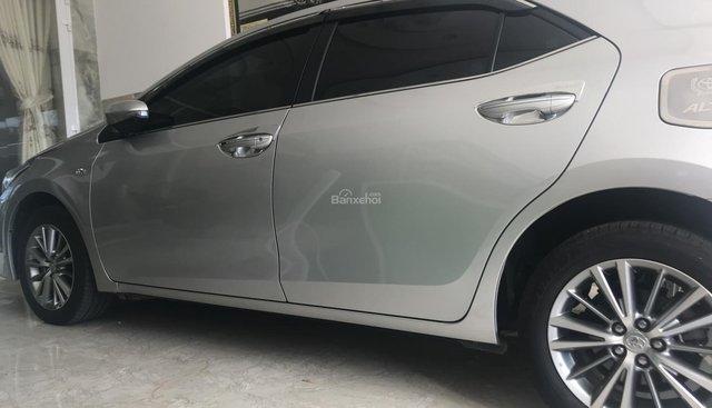 Cần bán gấp Toyota Corolla Altis 1.8G  MT năm sản xuất 2017, màu bạc xe gia đình