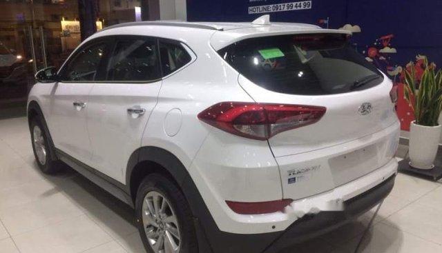 Cần bán Hyundai Tucson năm sản xuất 2018, màu trắng, 790tr
