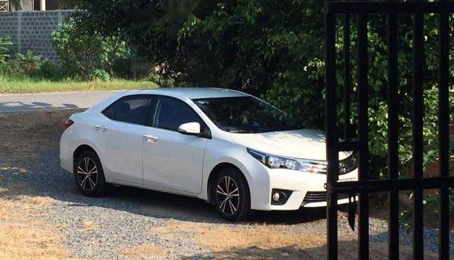 Cần bán Toyota Corolla altis đời 2017, màu trắng, xe nhập