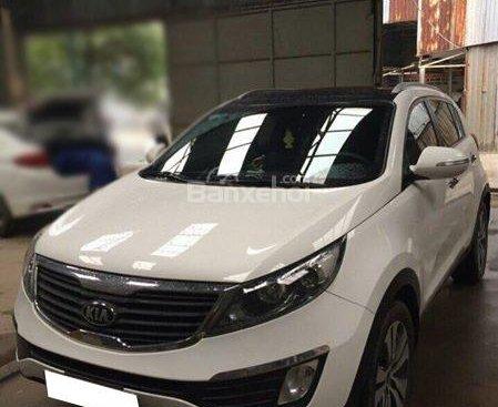 Cần bán gấp Kia Sportage 2013, trắng Ngọc Trinh, xe số tự động