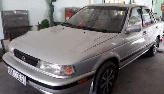 Cần bán xe Nissan Sentra đời 1991, màu bạc số sàn
